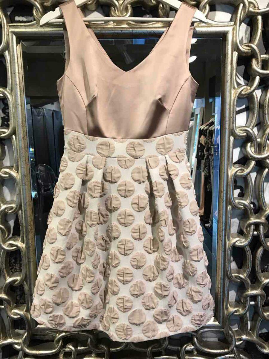 53bcd6e09299 Μέσα από μια μεγάλη γκάμα σε φορέματα γάμου και βραδινά φορέματα εσύ το  μόνο που πρέπει να κάνεις είναι να επιλέξεις αυτό που σου ταιριάζει  περισσότερο στα ...