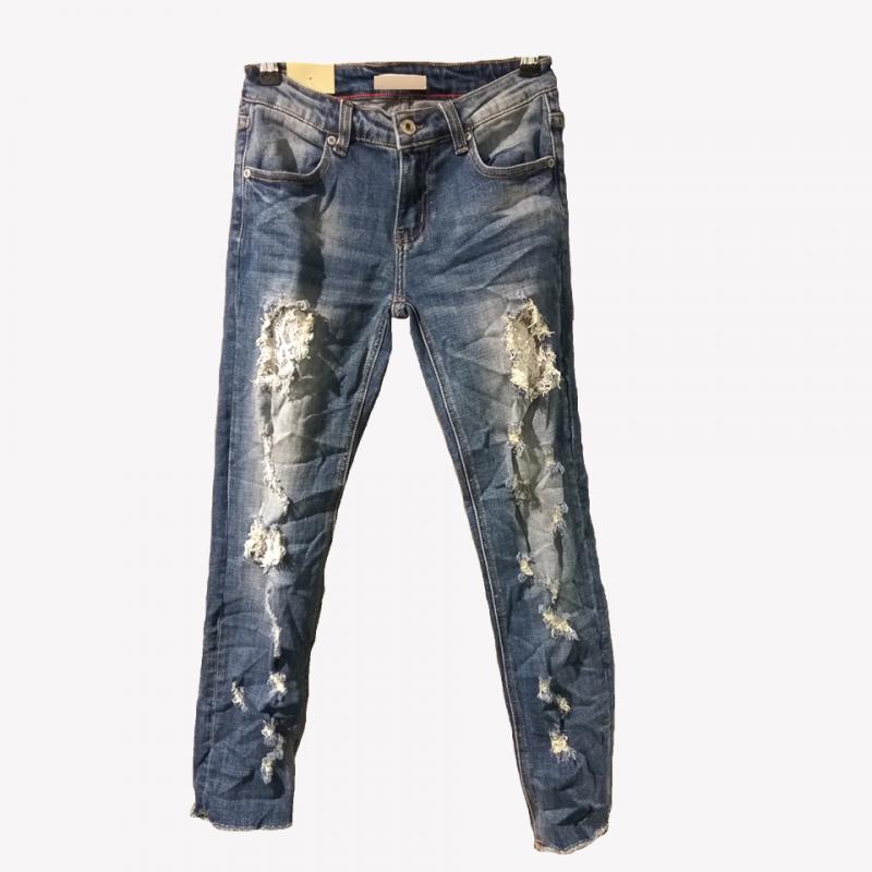 Jean παντελόνι με διακριτικά strass