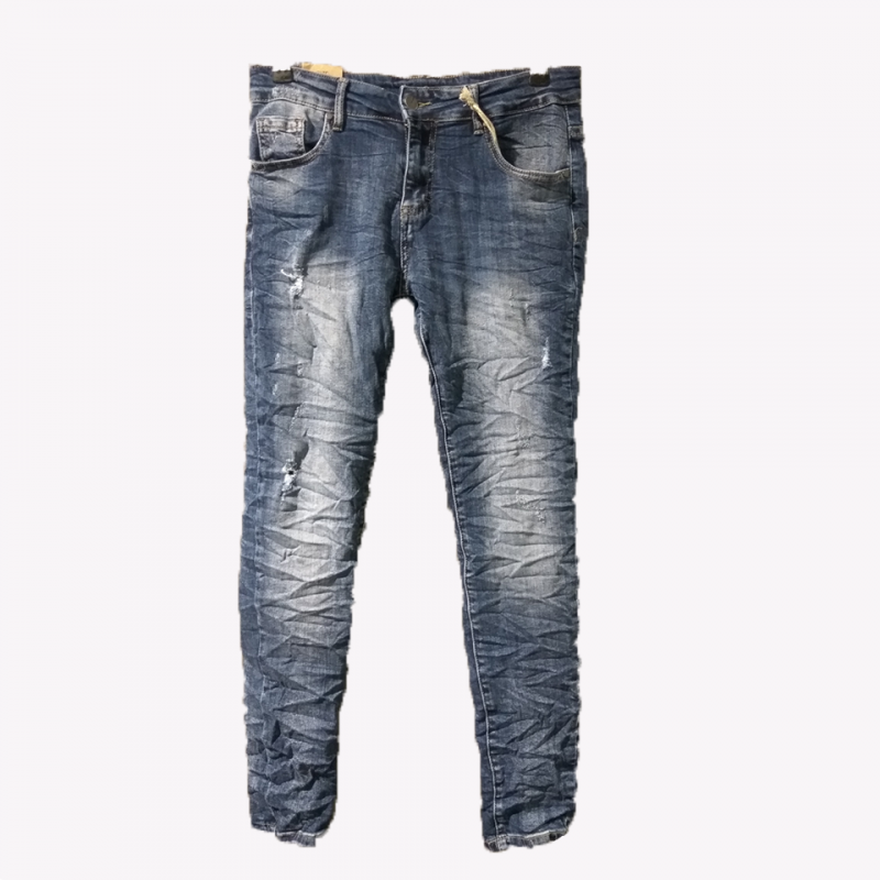 Jean trousers with small tears