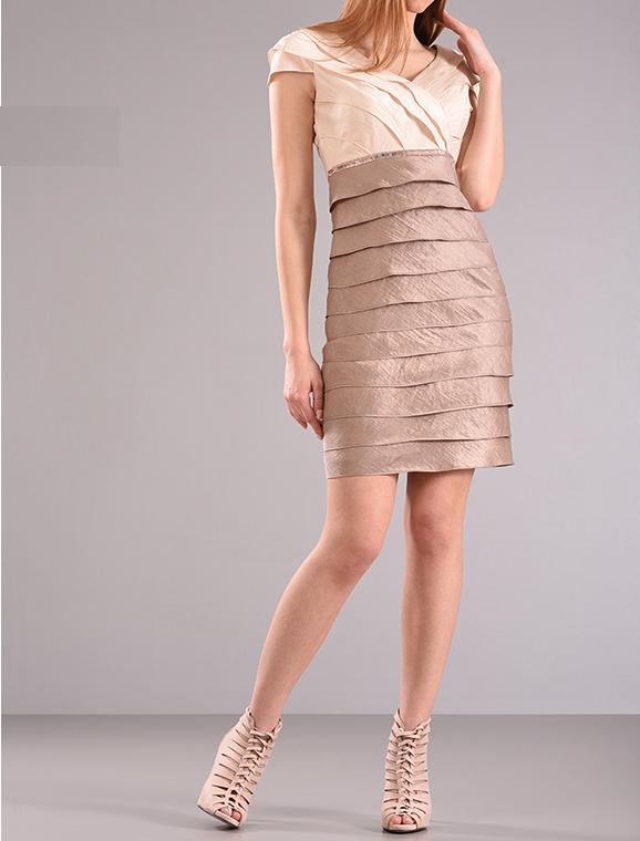 Φόρεμα σε ίσια γραμμή κρουαζέ
