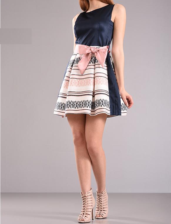 Φόρεμα εμπριμέ σε άλφα γραμμή
