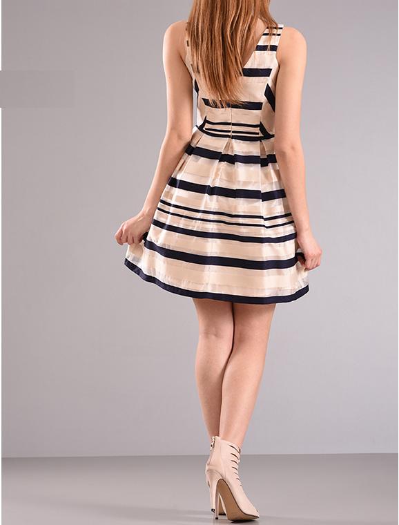 Mini φόρεμα σε άλφα γραμμή ριγέ