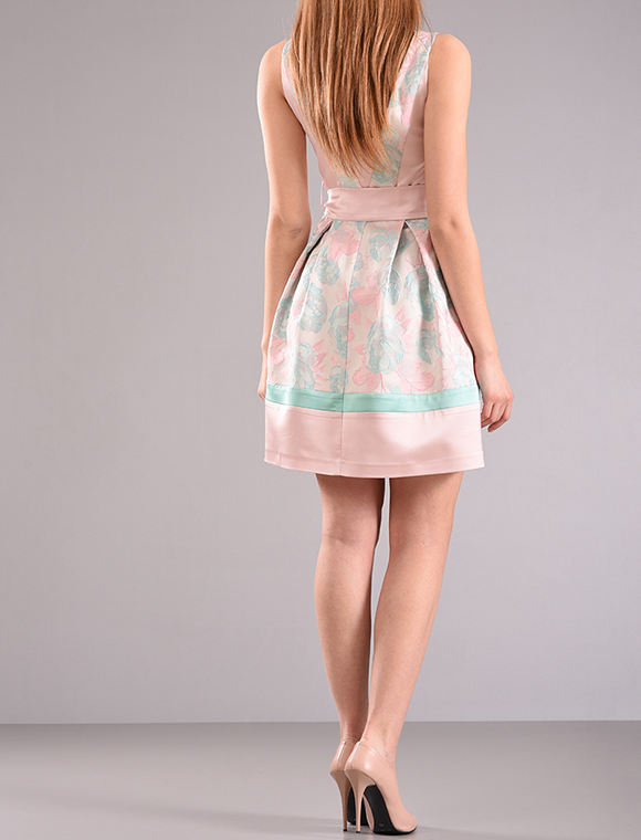 Φόρεμα αμάνικο με ζώνη στην μέση