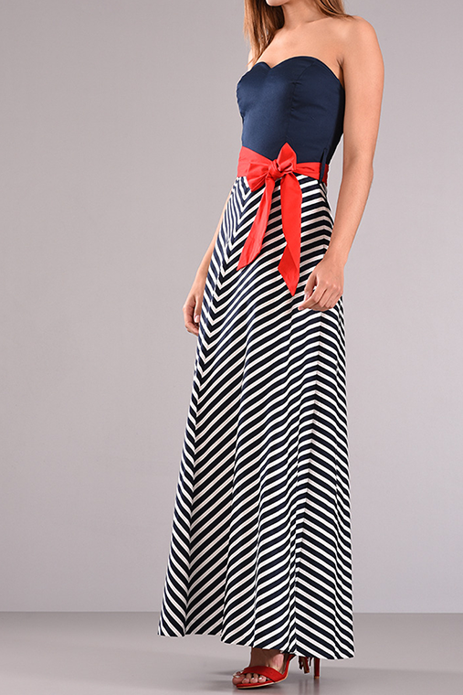 Maxi strapless φόρεμα με κόκκινη ζώνη