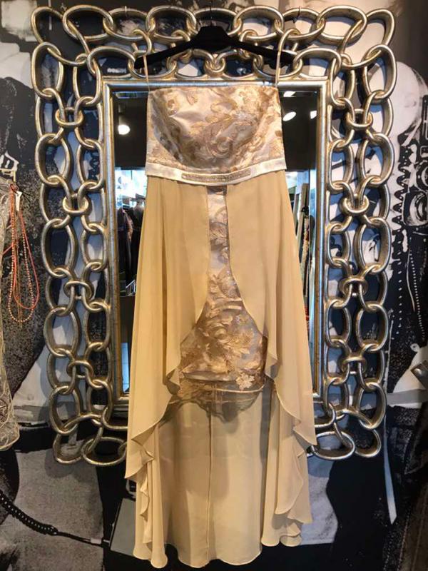 Καλοκαιρινές εκπτώσεις ρούχων στην Πάτρα