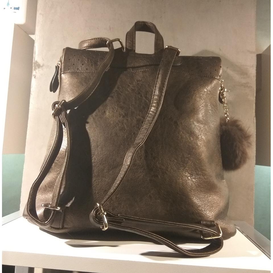 Γυναικείο backpack με extra φούντα