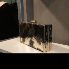 Γυναικείο clutch bag χρυσό με μαύρο