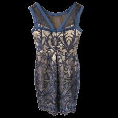 Κοντό εφαρμοστό φόρεμα από δαντέλα