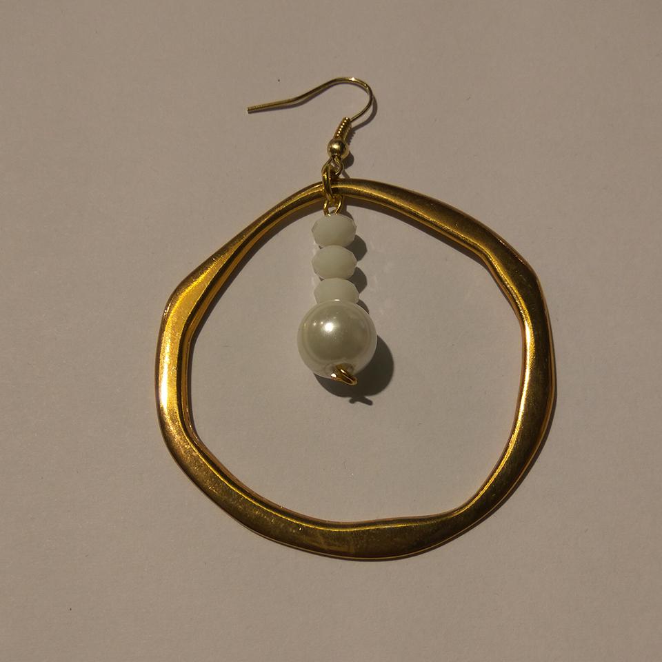 Σκουλαρίκια από σφυρήλατο κύκλο και πέρλες