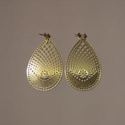 Χρυσά σκουλαρίκια σε οβάλ σχήμα